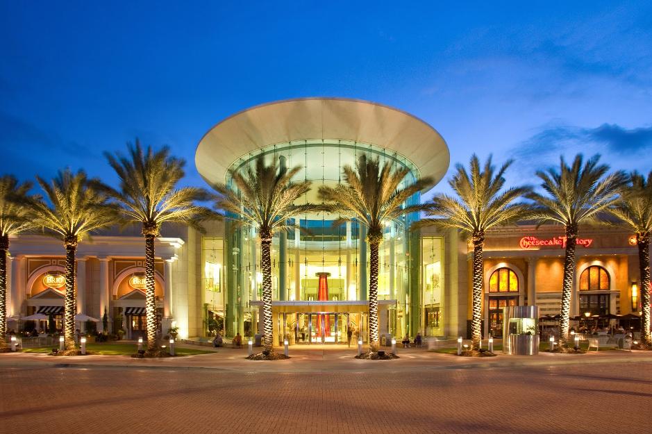 Leverage Landscape Lighting For Your Shopping Mall Landscape